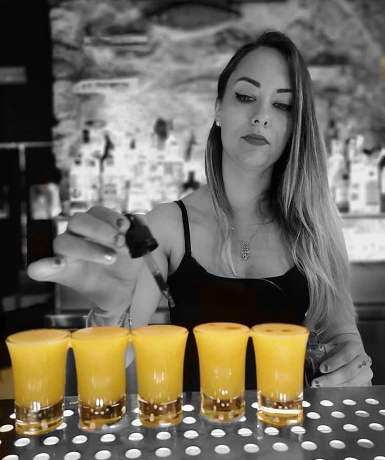 Especialista de cócteles en Savannah Barcelona